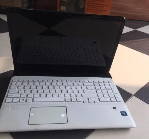 Laptop SONY SVE1511HFXW